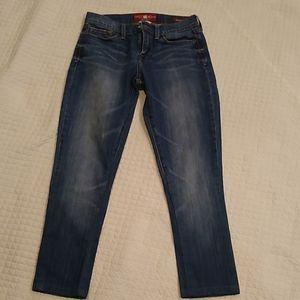 "Lucky jeans skinny  size 27"" waist. Inseam 25"""